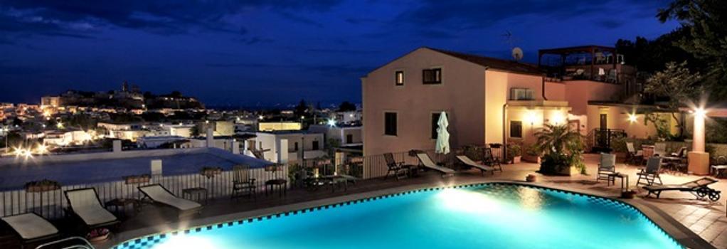 Hotel Villa De Pasquale - 利帕里 - 游泳池