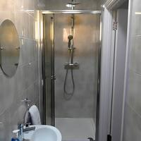 Rosalee Hotel Bathroom Shower
