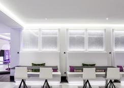 馬德里伊魯尼套房酒店 - 馬德里 - 休閒室