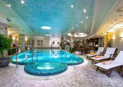卡爾斯巴德廣場醫療Spa和康體酒店 - 卡羅維發利 - 游泳池
