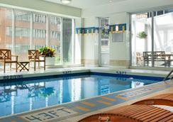 溫哥華皮那考市中心萬豪酒店 - 溫哥華 - 游泳池