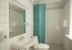 Hospitality Hotel - 彼得羅扎沃茨克 - 浴室