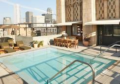 洛杉磯市中心一等酒店 - 洛杉磯 - 游泳池
