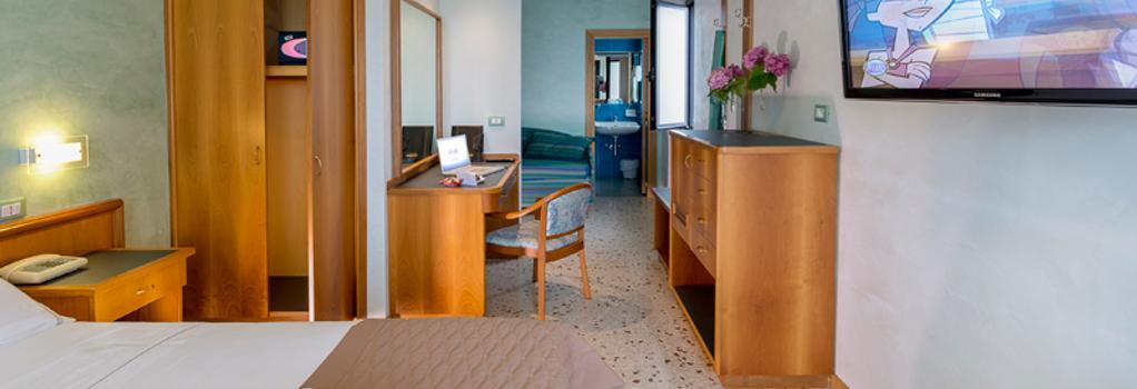 Hotel Maja - 佩斯卡拉 - 臥室