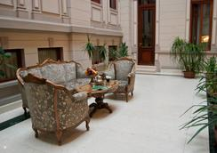 卡薩卡普薩酒店 - Bucharest - 大廳