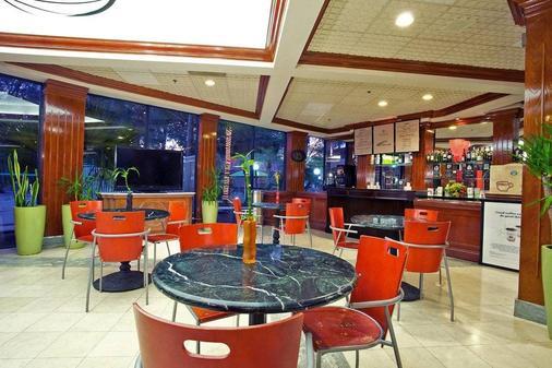 因維拉利高爾夫度假酒店 - 勞德代爾堡 - 休閒室