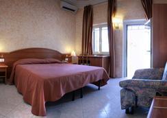 薩拉里亞汽車旅館 - 羅馬 - 臥室