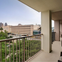 San Antonio Marriott Riverwalk Guest room