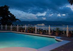 普爾克瑞斯住宿加早餐旅館 - 蒙特哥貝 - 游泳池