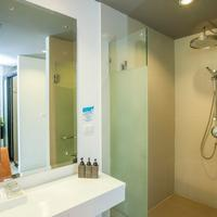 Aonang Cliff Beach Resort Bathroom