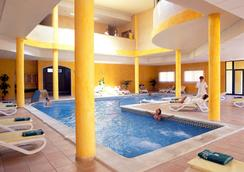 Grand Muthu Golf Plaza Hotel & Spa - San Miguel de Abona - 游泳池