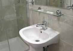 波士頓莊園酒店有限公司 - 倫敦 - 浴室