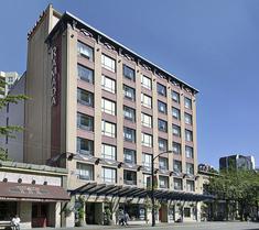溫哥華市中心華美達旅館和套房