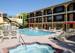 狂歡賭場酒店 - 拉斯維加斯 - 游泳池