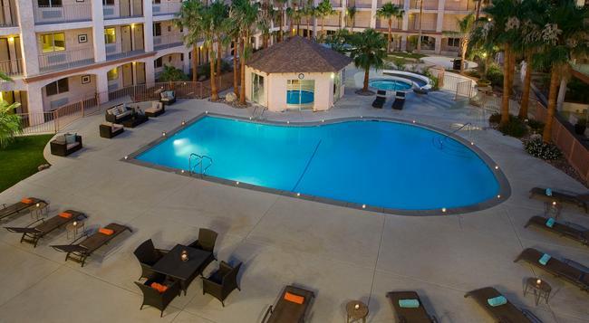 Aqua Soleil Hotel & Mineral Water Spa - 沙漠溫泉 - 建築