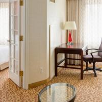 Bethesda Marriott Suites Guest room