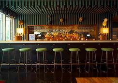 Mccarren Hotel & Pool - 布魯克林 - 酒吧