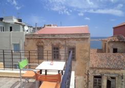 莫非斯鳥巢酒店 - 哈尼亞 - 室外景