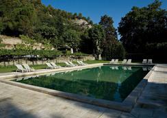 Hotellerie Notre Dame de Lumieres - 戈爾德 - 游泳池