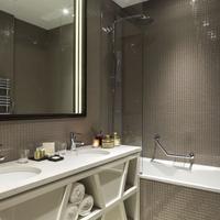 La Clef Tour Eiffel Bathroom