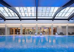 布加勒斯特華美達大酒店 - Bucharest - 游泳池