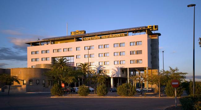 Simba Hotel - 卡斯特利翁 - 建築