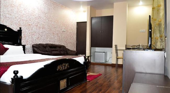 Hotel Blues Shivalik - 蘭契 - 臥室