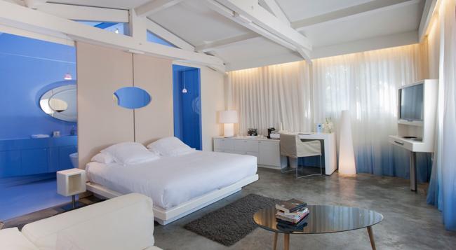 Hotel Benkirai - 聖特羅佩 - 臥室