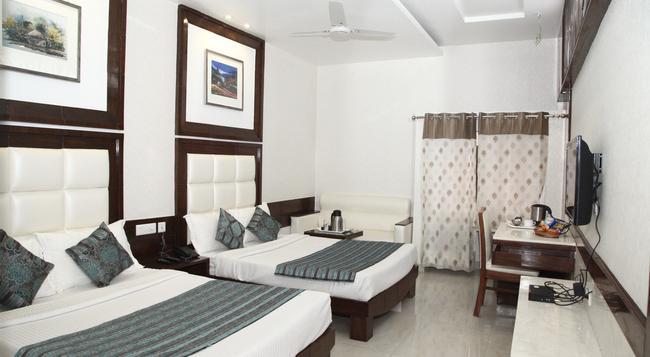 Hotel Emerald - 昌迪加爾 - 臥室