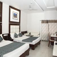Hotel Emerald Guestroom