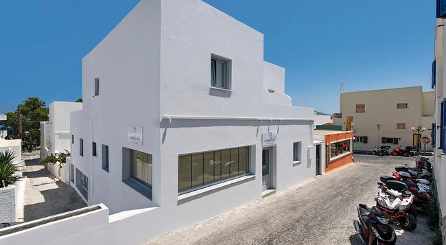 Central Fira Hotel - Thera - 建築