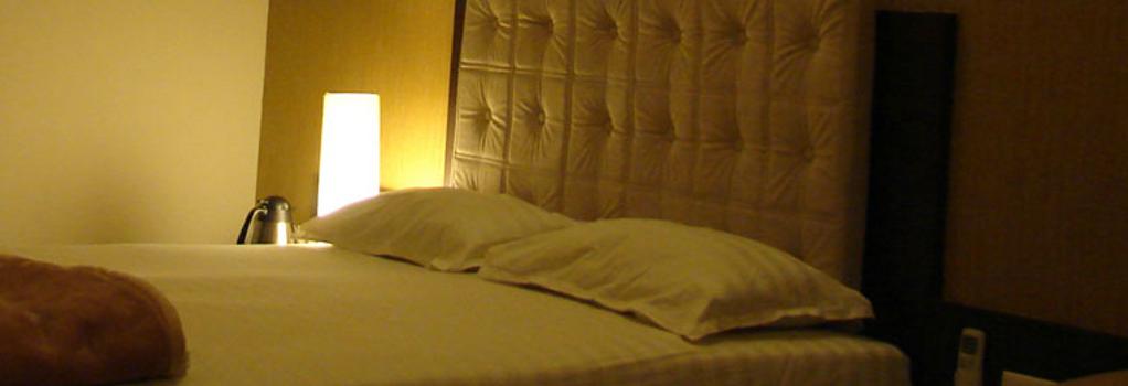 Hotel Basera - 浦那 - 臥室