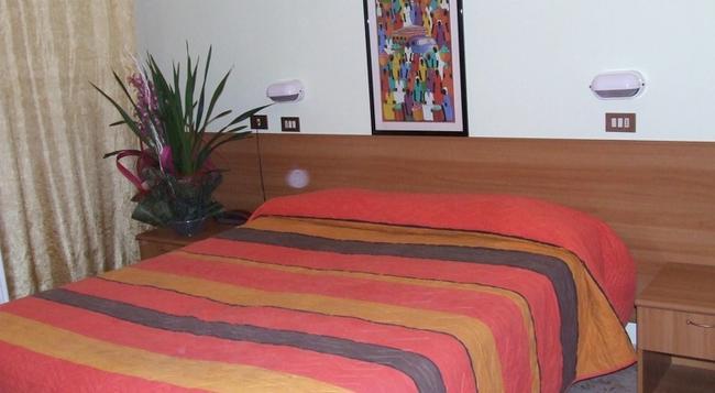 Hotel Amoha - 里米尼 - 臥室