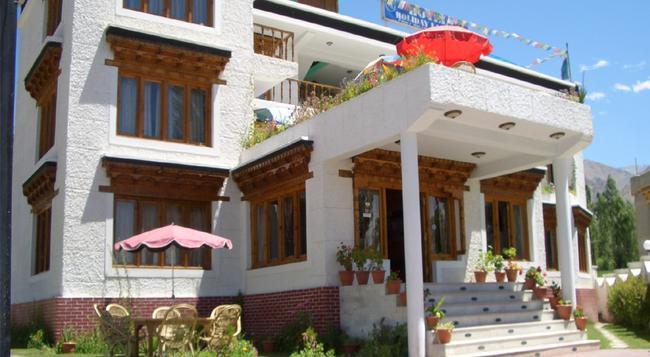 Hotel Holiday Ladakh - 列城 - 建築