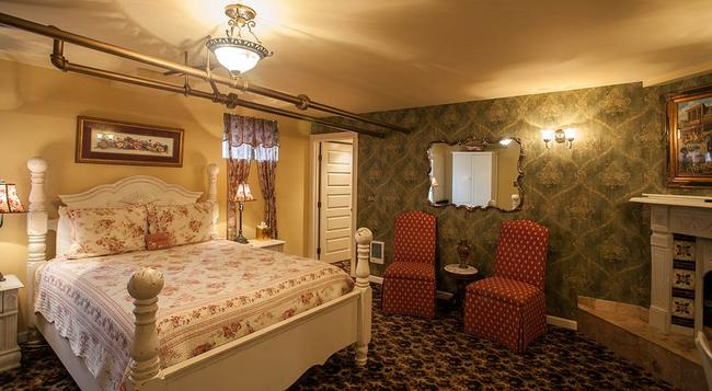 Lion and the Rose Victorian Bed & Breakfast - Portland - 臥室