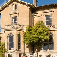 Apsley House Hotel Featured Image
