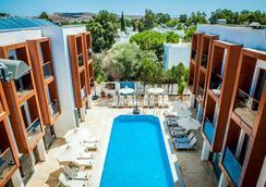 Sipark Boutique Hotel - 居姆貝特 - 游泳池
