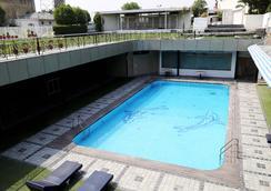 迪伊標記機場酒店及度假村 - 新德里 - 游泳池