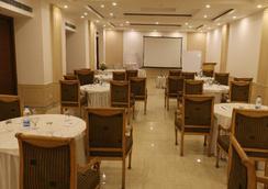 迪伊標記機場酒店及度假村 - 新德里 - 餐廳
