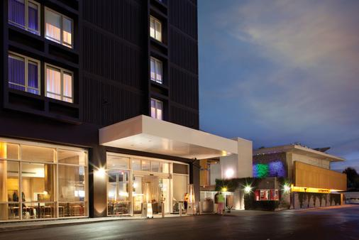洛杉磯機場定制飯店 - 洛杉磯 - 建築