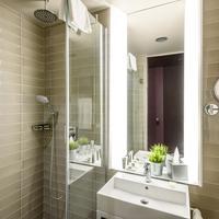 Hotel Moments Budapest Bathroom Shower