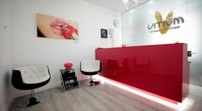 Vitium Urban Suites - 馬德里 - 櫃檯
