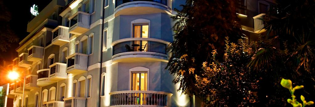 Hotel Sovrana - 里米尼 - 建築