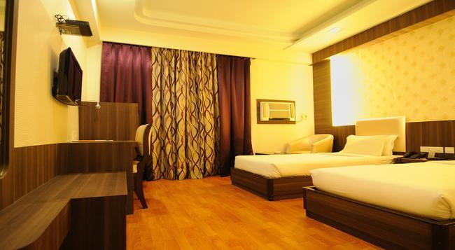 Hotel The Sojourn - 加爾各答 - 臥室