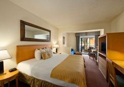 華美達基西米市中心酒店 - 基西米 - 臥室