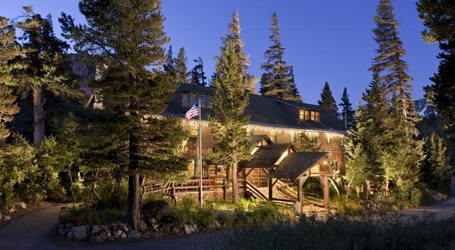 Tamarack Lodge Resort - 馬姆莫斯湖 - 建築