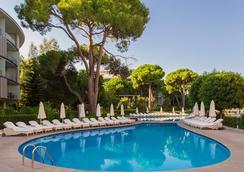 卡莉斯塔豪華度假酒店 - 貝萊克 - 游泳池