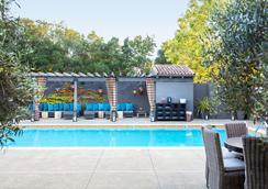 諾斯布洛克酒店 - 揚特維爾 - 游泳池