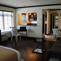 Lincoln Arms Suites Guestroom