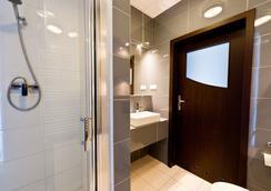 鉑金公寓式酒店 - Krakow - 浴室